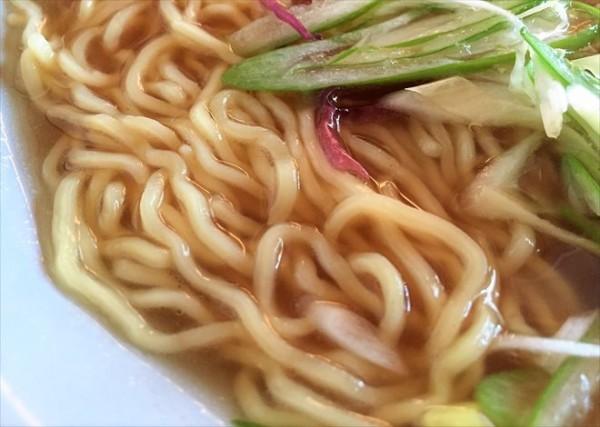 秋刀魚らーめんの麺アップ
